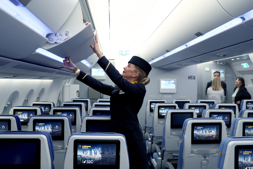 Egy légiutas-kísérő munkát. Feladatai a utaskísérők. Mennyit keres stewardess?